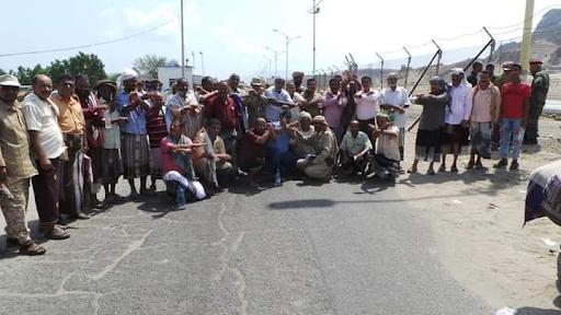 عدن المُعتصمون يُغلقون مينائي الزيت والحاويات