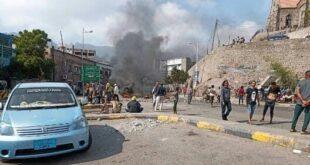 بناء عدن يخرجون إلى الشوارع احتجاجا
