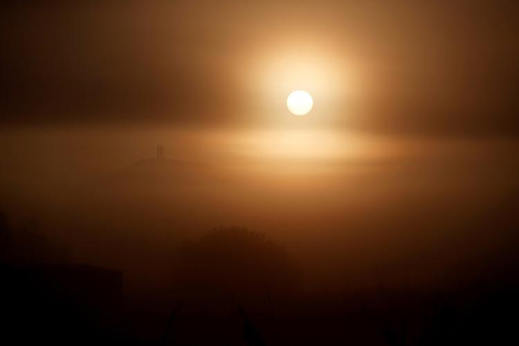 من علامات ليلة القدر: ظهور الشمس صبيحة هذه الليلة بلا شعاع