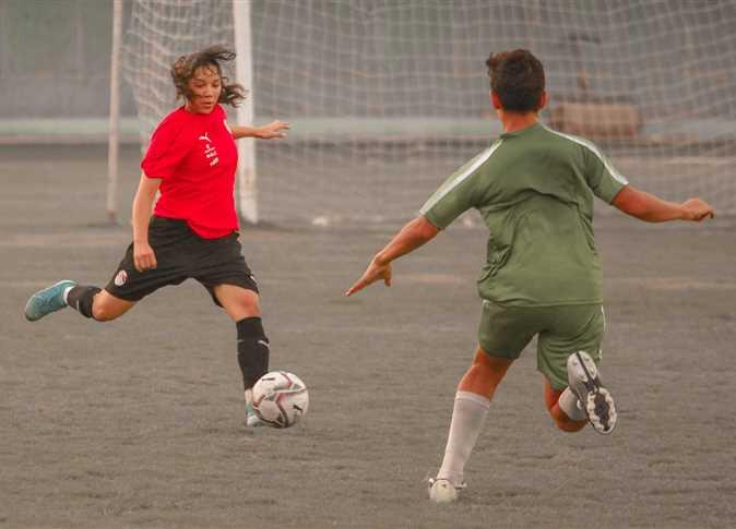 مباراة كرة قدم لمنتخب سيدات مصر وفريق القاهرة للشباب